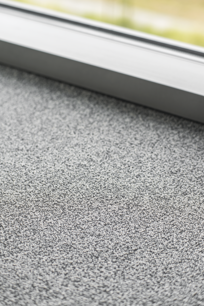 72 dpi 403q closeup carpet centaure deco 948 grey 3 683x1024 - Ковровое покрытие Balsan Centaure Deco 948