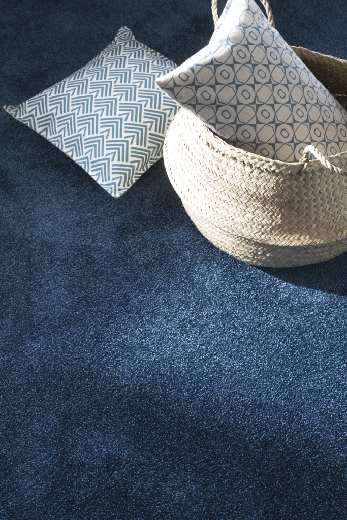 72 dpi 409t closeup carpet feelings 180 blue 5 683x1024 - Ковровое покрытие Balsan Feelings 510