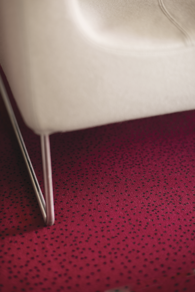 72 dpi 4ao3 closeup carpet constellation 560 red 2 684x1024 - Ковровое покрытие Balsan Design Concept Constellation 560