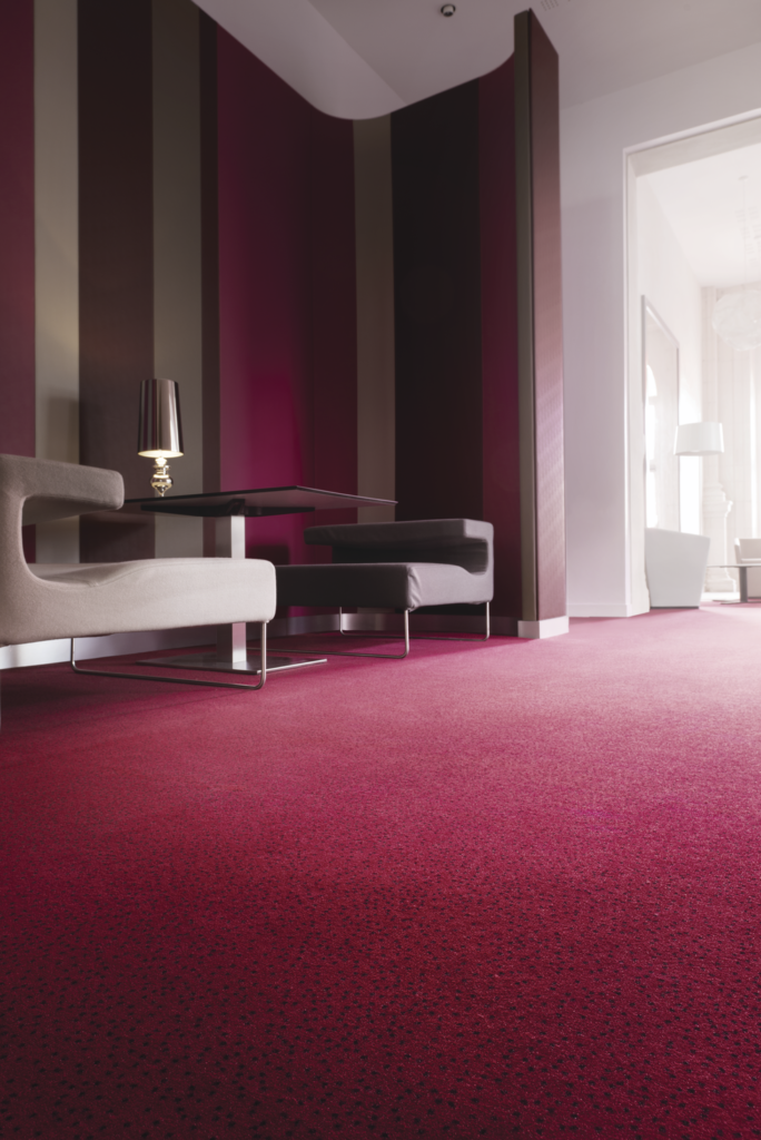 72 dpi 4ao3 roomset carpet constellation 560 red 2 684x1024 - Ковровое покрытие Balsan Design Concept Constellation 560