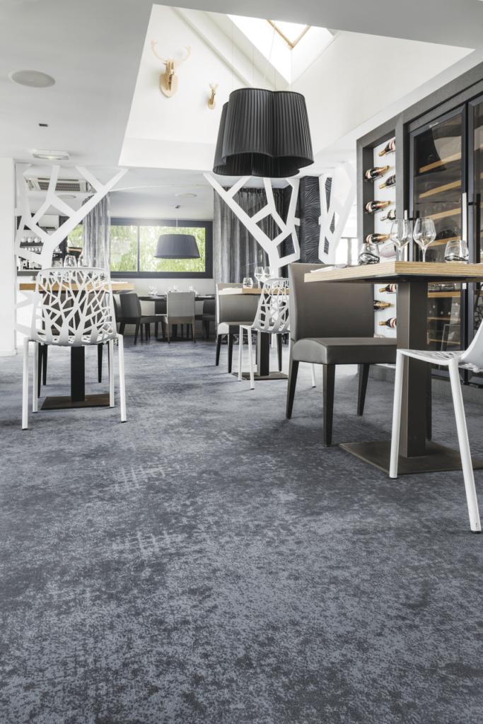 72 dpi 4fz1 roomset carpet concrete 980 grey 2 683x1024 - Ковровое покрытие Balsan Design Concept Concrete 980