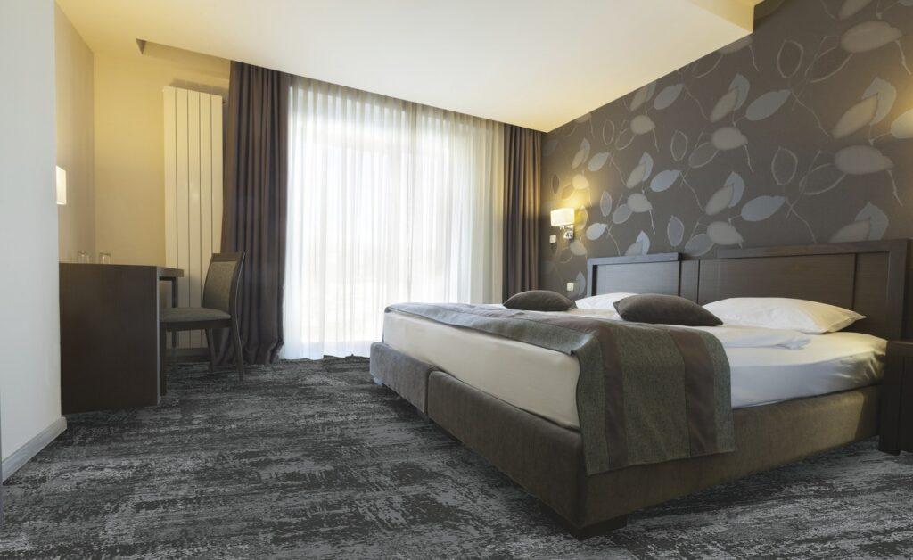 72 dpi 4a3u roomset carpet leon 990 grey 1 1024x628 - Ковровое покрытие Balsan Leon 990