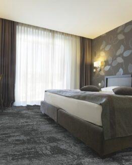 72 dpi 4a3u roomset carpet leon 990 grey 1 262x328 - Ковровое покрытие Balsan Leon 990